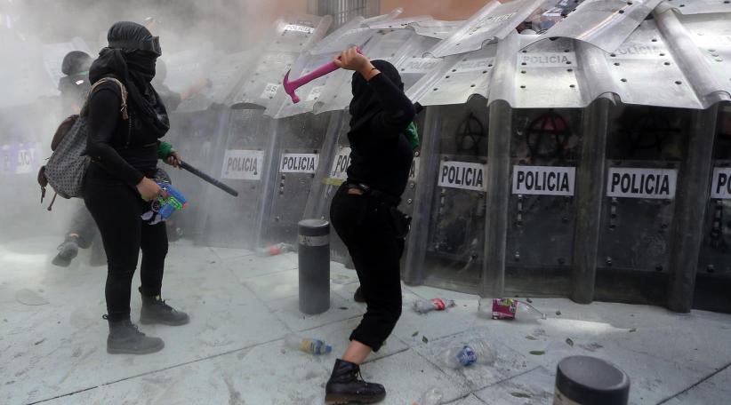 Fuertes enfrentamientos durante marcha a favor del aborto en CDMX | ABC Mundial